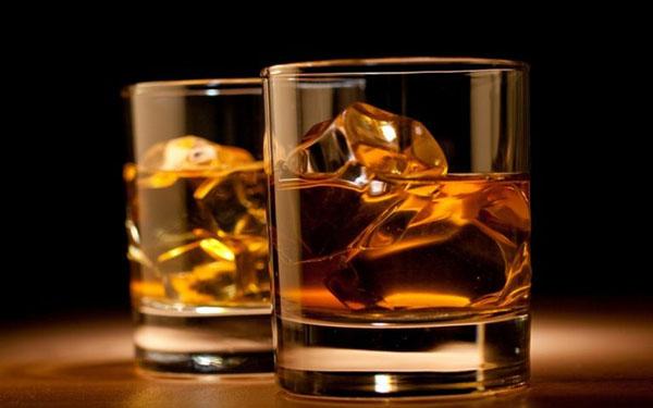 Mách bạn cách uống rượu Chivas 21 ngon, chuẩn vị và độc đáo