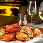 Ăn hải sản nên uống cái gì thích hợp và tránh được ngộ độc